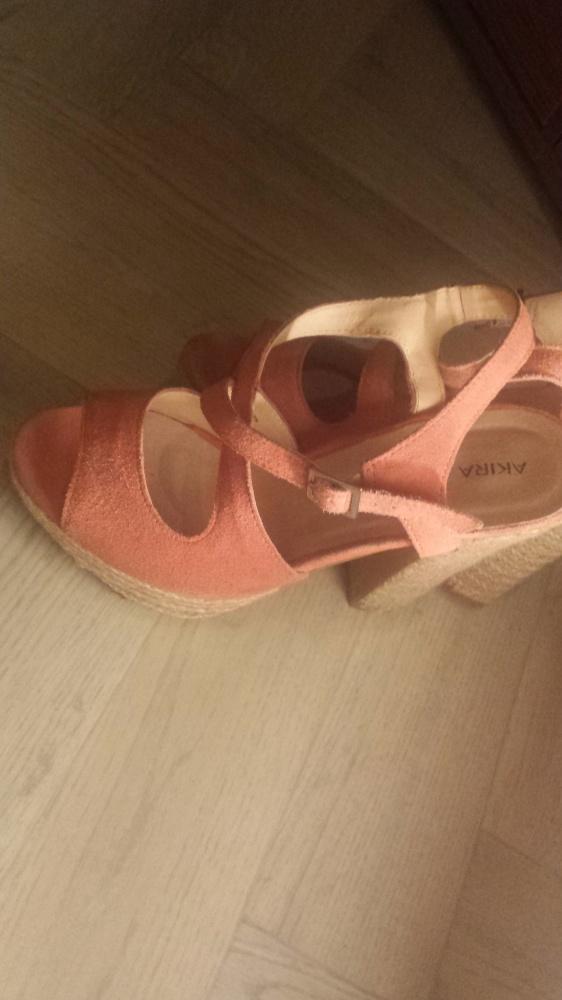 Różowe sandały na obcasie