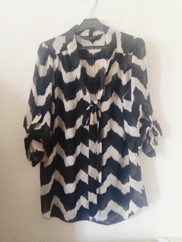 Koszula we wzory podwijane rekawy...