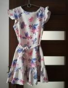 Piekna sukienka w kwiaty