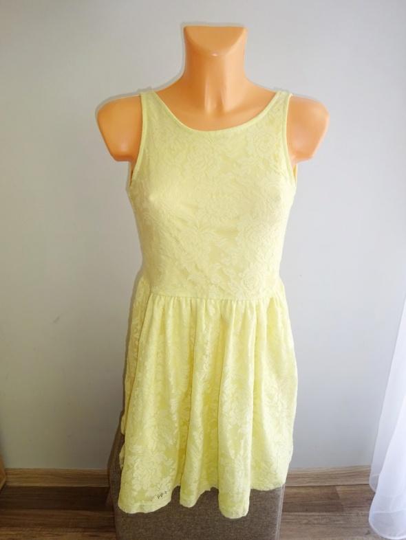 Suknie i sukienki Sinsay żółta koronkowa sukienka rozkloszowana 36