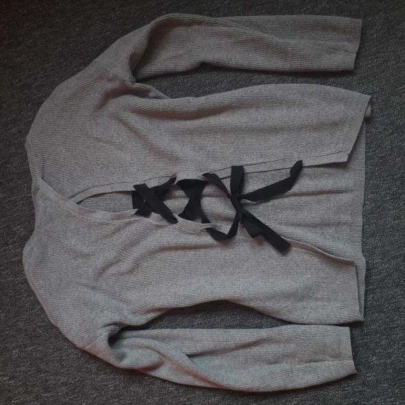 Swetry Sweter szary z tyłu wiązany wstążka House xs