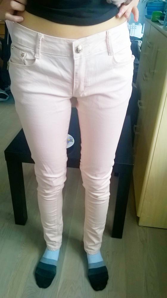 pudrowe rurki spodnie zipy