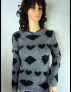 sweterek w serduszka z mięciutkim włosiem