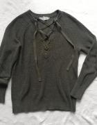 Oliwkowy sweter z wiązaniem...