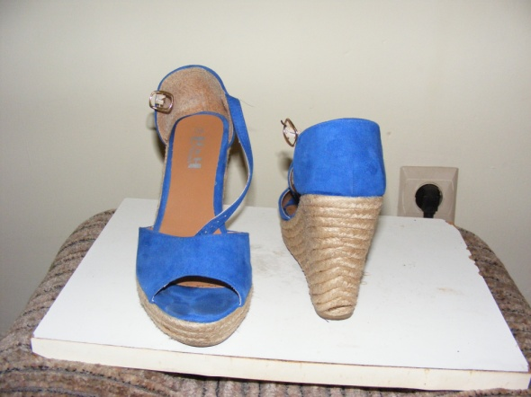 Koturny Niebieskie sandałki espadryle koturn