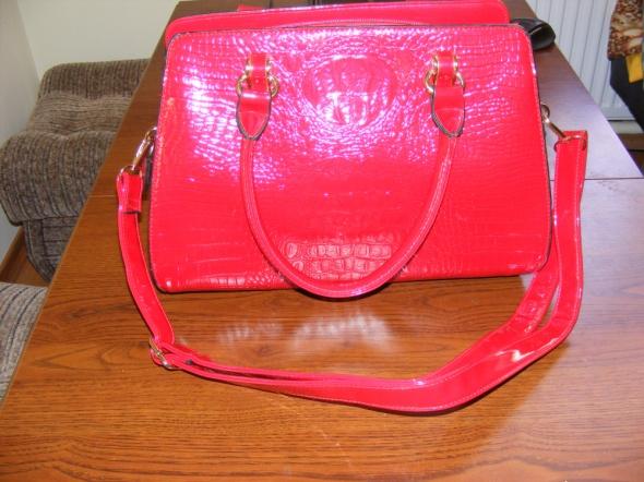 nowa lakierowana torebkęa czerwona