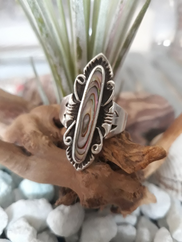 Pierścień z masą perłową...