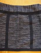 Czarna ciepła spódnica mini