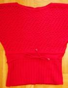 Czerwona bluzka nietoperz