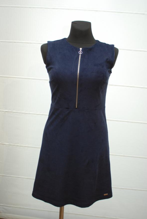 Sukienka rozsuwana na biuście