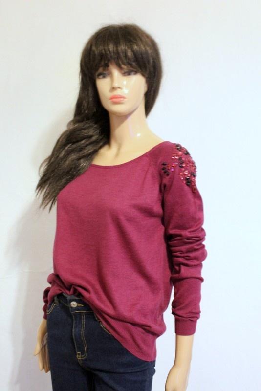 Swetry Bordowy sweterek z kamykami