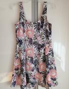 Sukienka rozkloszowana w kwiaty hm...