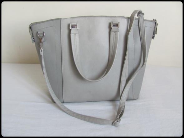 Pojemna duża torba damska sztywna z regulowanym paskiem