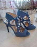 Niebieskie sandały na obcasie