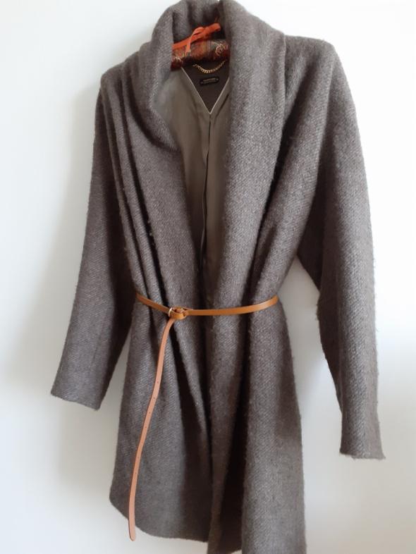 Wełniany płaszcz Massimo Dutti