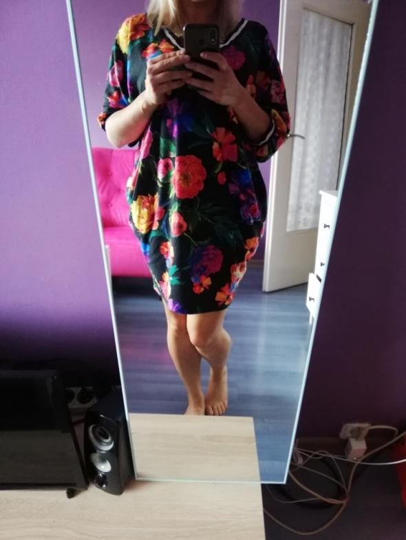 Kolorowa luźna sukienka