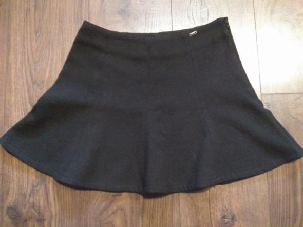 Spódnice Czarna spódnica rozkloszowana ciepła Cropp Chillin XS