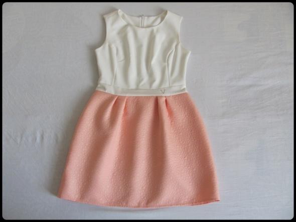 Suknie i sukienki Elegancka sukienka wytłaczany materiał rozmiar 38 M