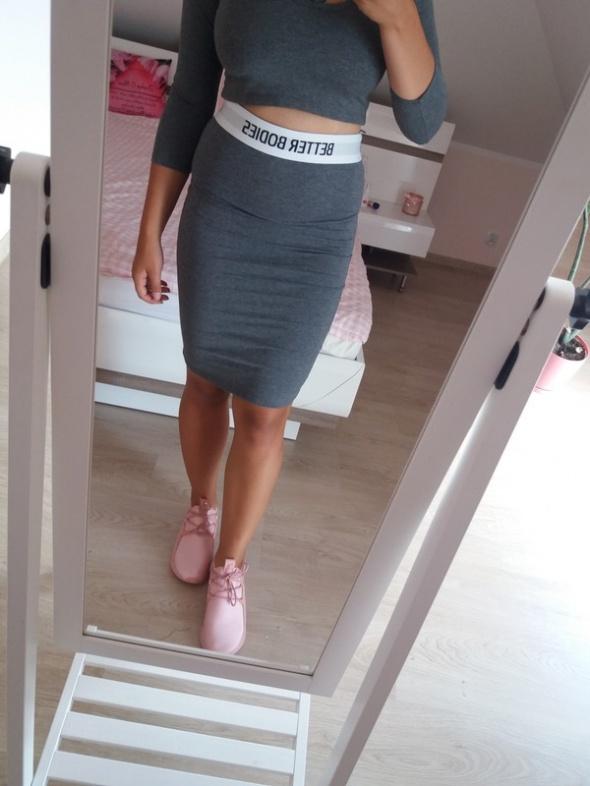 Komplet crop top i spódnica Pretty little thing nowe...