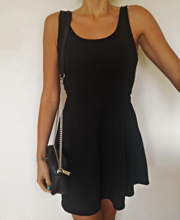 H&M Sukienka damska rozkloszowana czarna M