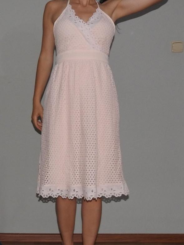 urocza sukienka różowa missguided