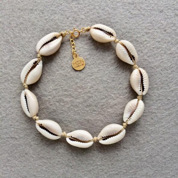Bransoletka na kostkę muszelki naturalne kauri bezowy sznurek srebro 925 pozłacane summer must have