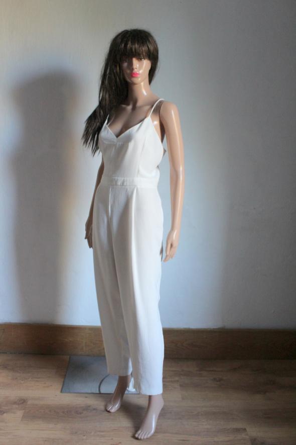 Elegancki biały kombinezon na ramiączkach r XL