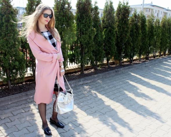 Różowy bawełniany płaszczyk