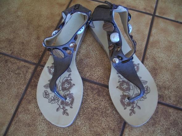 Sandały Śliczne brązowe sandałki 39