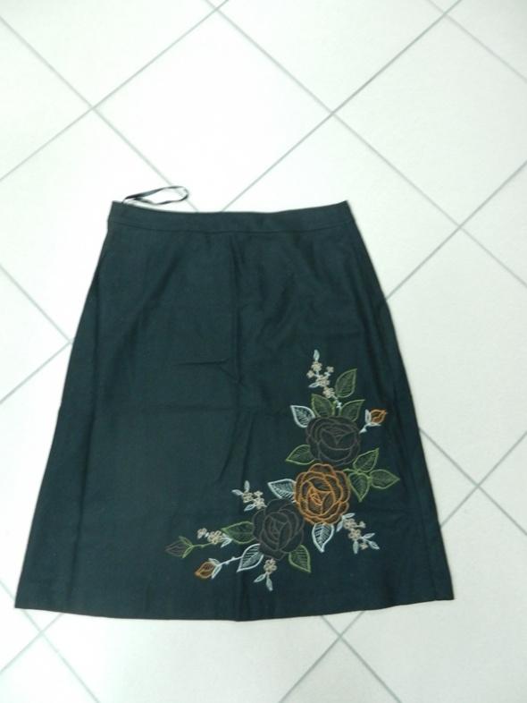 Spódnice Spódnica ciepła czarna haft TU 40 L