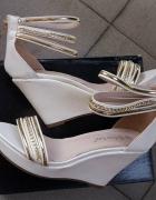 sandały białe na koturnie złote łańcuszki r 40