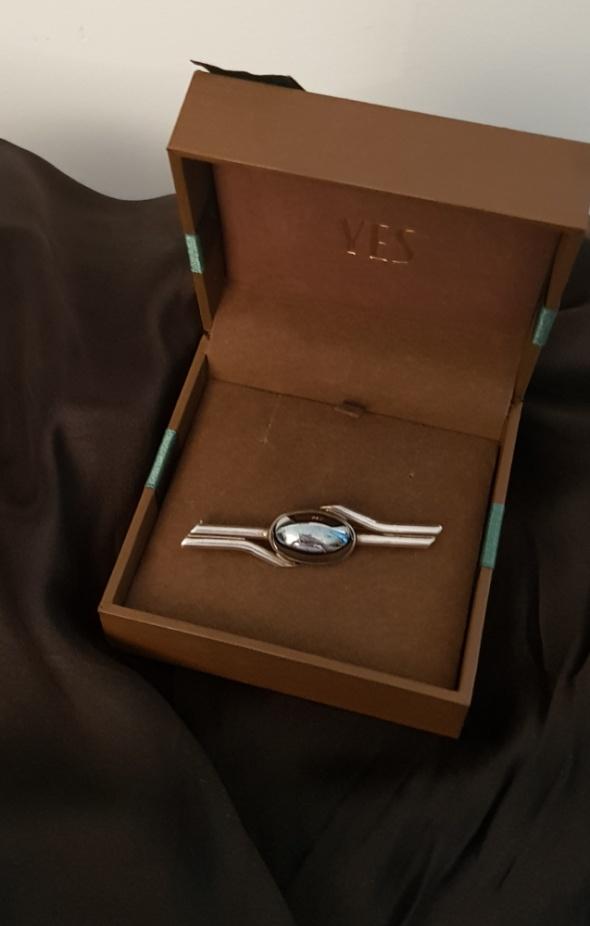 Srebrna stara broszka z hematytem srebro 925