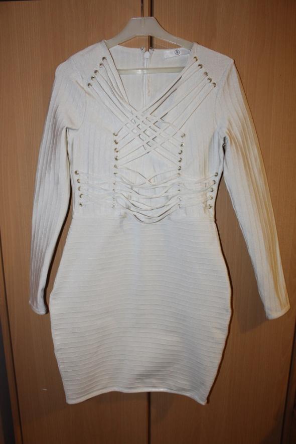 bandażowa sukienka bodycon