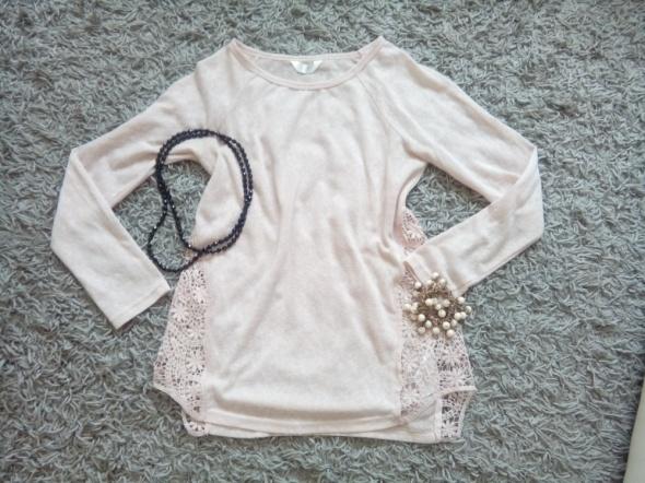 Sweterek koloru brudny róż w rozmiarze M
