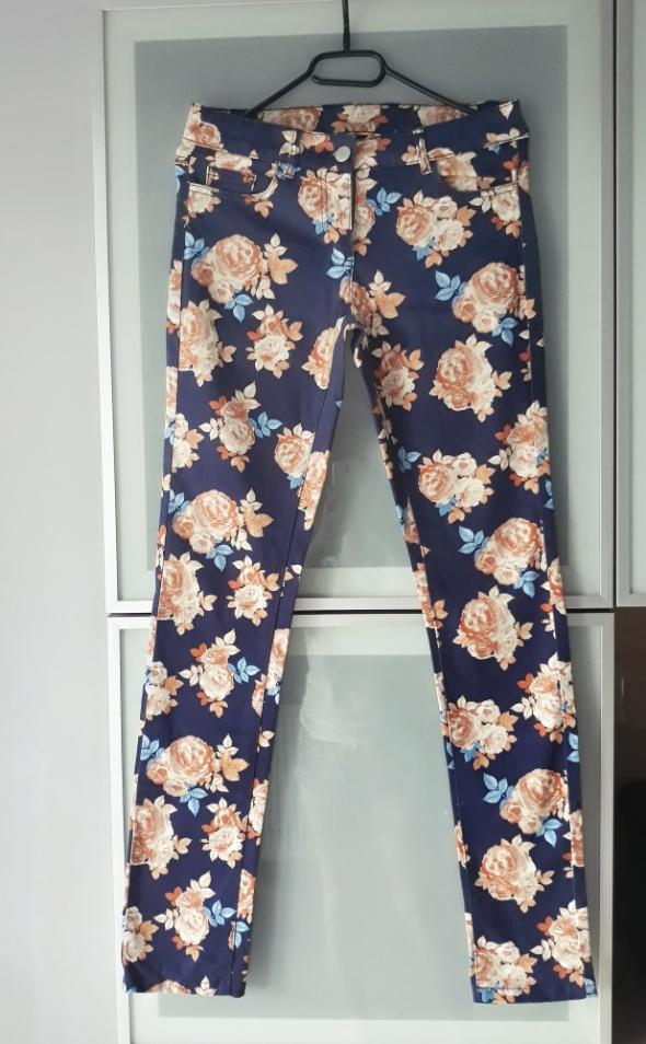 Spodnie Nowe spodnie w kwiaty rozmiar 36