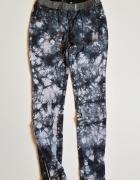 KappAhl jeansy elastyczne marmurkowe dla dziewczynki rozm 152...
