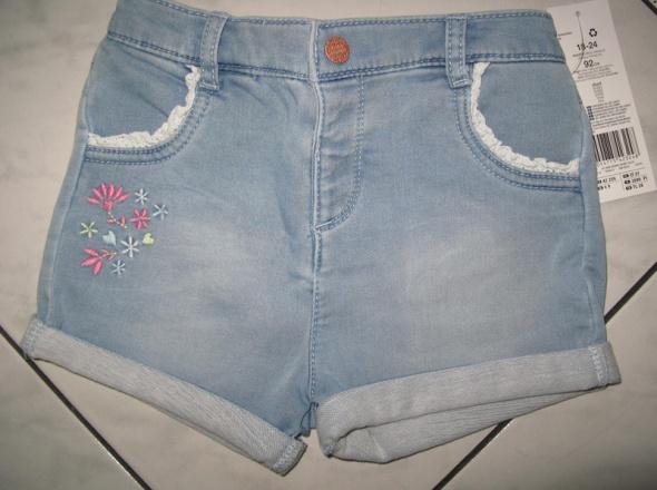 F&F jeansowe spodenki z kwiatkami dziewczynka r 92...