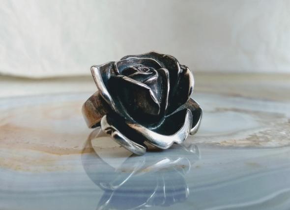 Okazała róża srebrny pierścień...
