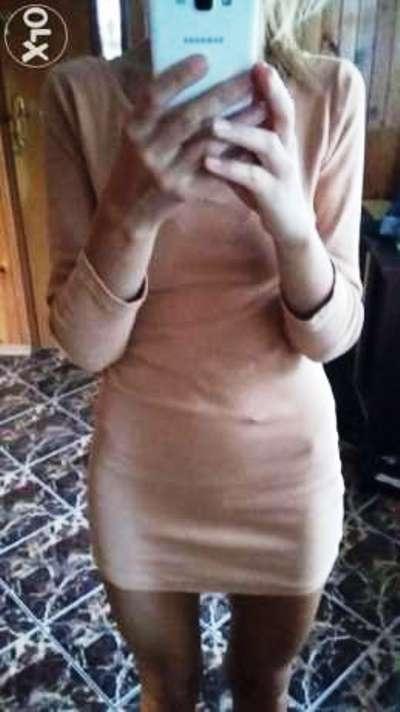 Sukienka z zamkiem na plecach