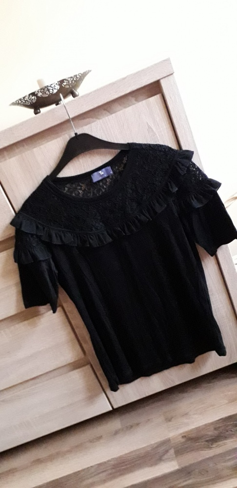 Czarna bluzka z koronką i falbanką XL