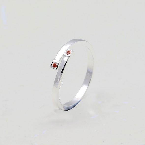 Nowy pierścionek srebrny kolor posrebrzany 925 czerwone cyrkoni...