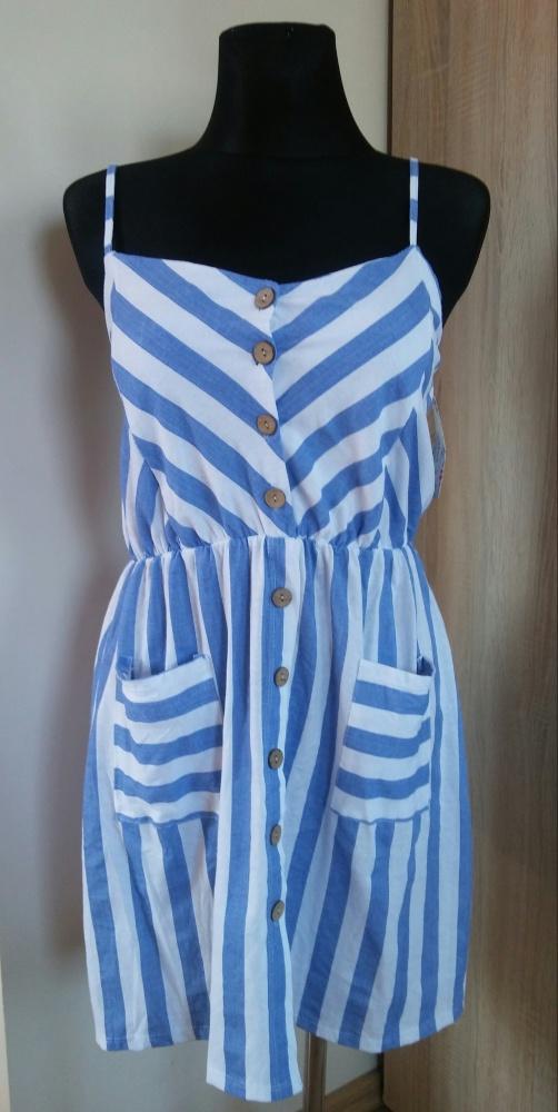 Modna sukienka z guzikami