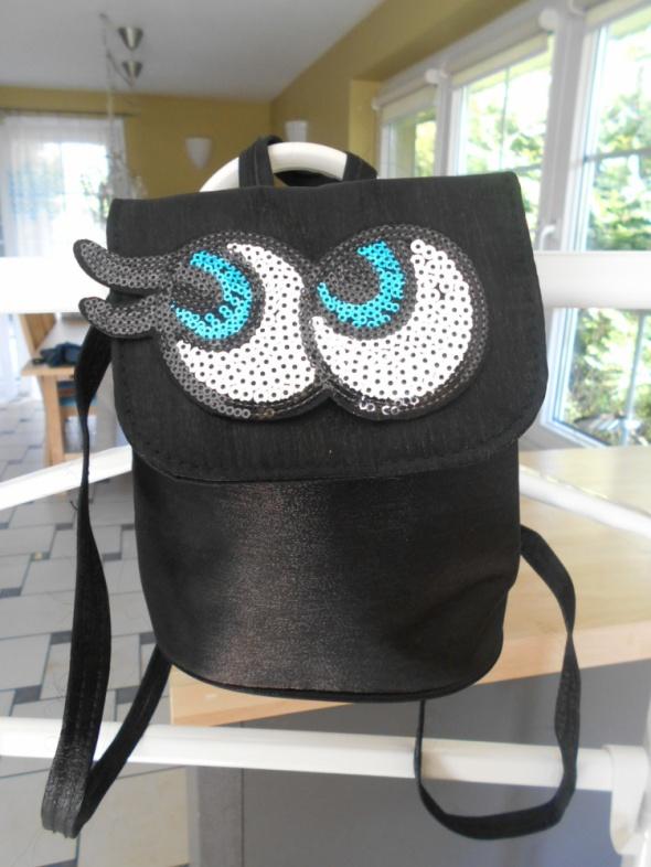 vintage mały czarny plecak satynowy naszywka oczy