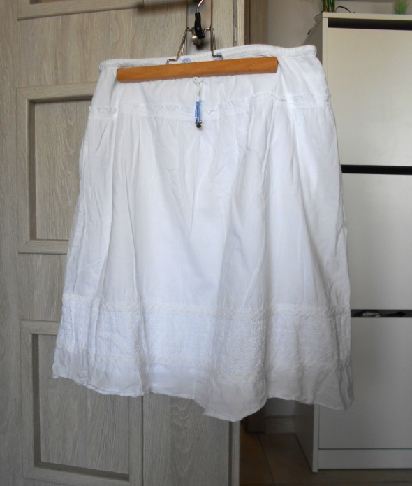 Spódnice Cubus biała spódniczka midi koronkowe wstawki klasyka bawełniana