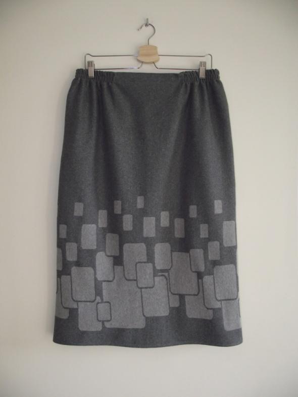 Szara spódnica w prostym klasycznym stylu 46 48
