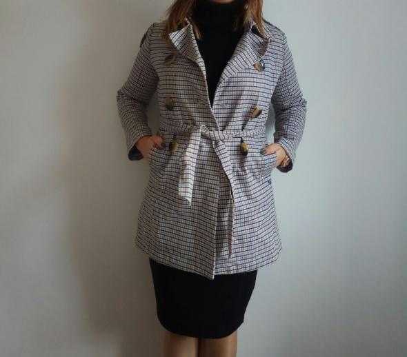 Płaszcz w modną kratę...
