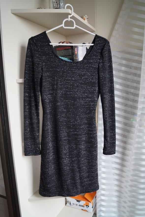 Czarna sukienka z połyskującą nitką Amisu S...
