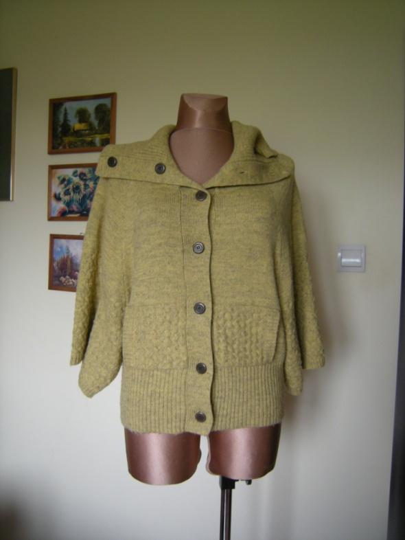 sliczny sweterek overs BCBG tk max 38 40