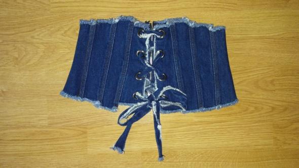 Jeansowy crop top sznurowany...