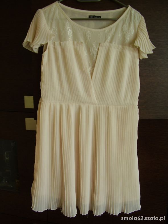 Sliczna sukienka nude